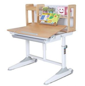 Bàn học bằng gỗ tự nhiên và bàn học bằng gỗ công nghiệp.